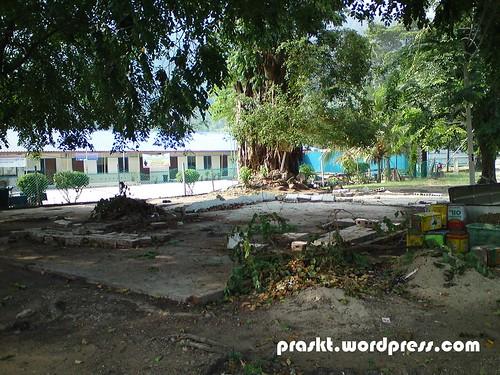 Bangunan hadapan sekolah yang sudah dirobohkan