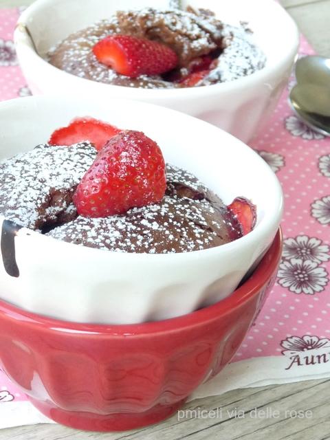 Cioccolato e fragole in tazza