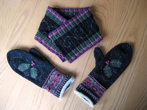 Neckwarmer and mittens