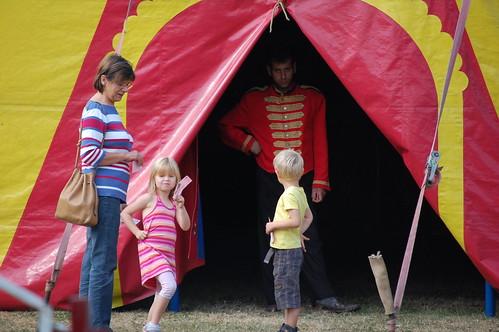 Rune en Elle gaan het circus betreden