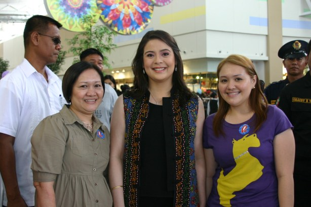 Robinsons Department Store Endorser and Congressional Spouse Dawn Zulueta-Lagdameo with Takuyaki and Senior Chitos Tortillas owner Junit Bugayong and daughter Eliza.