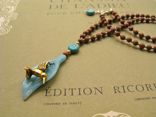 Hummingbird necklace (goldstone)