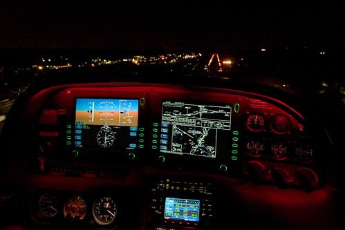 Landing a Cirrus SR22 In The Dark