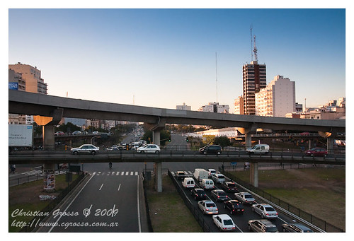 "Cruce Autopistas Buenos Aires • <a style=""font-size:0.8em;"" href=""http://www.flickr.com/photos/20681585@N05/3779623326/"" target=""_blank"">View on Flickr</a>"