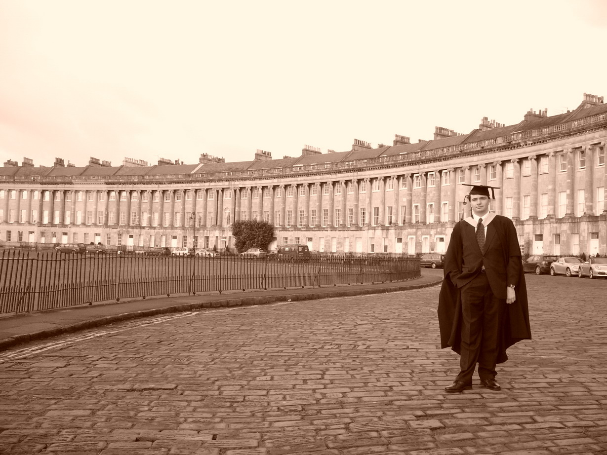 081209.099B.SO.Bath.Walcot.Graduation.RoyalCrescent.JamesRussiello