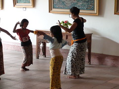 Legong Kraton lessons for children (Ubud, Bali...