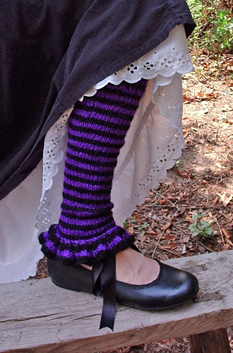 OMB, these are SO cute!  Pattern comes with directions for wrist warmers, leg warmers & a neck warmer.