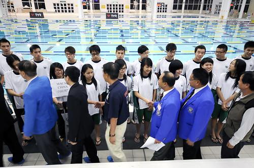 47HKM15港澳代表隊負責人向運動員行握手禮