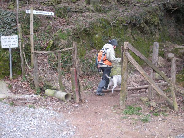 Foto 1 - Valla con señal hacia el Adarra