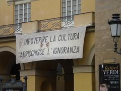 Sacrosanta protesta al Teatro Regio di Parma.