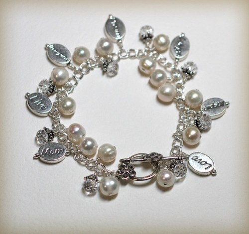Mother's pearl bracelet