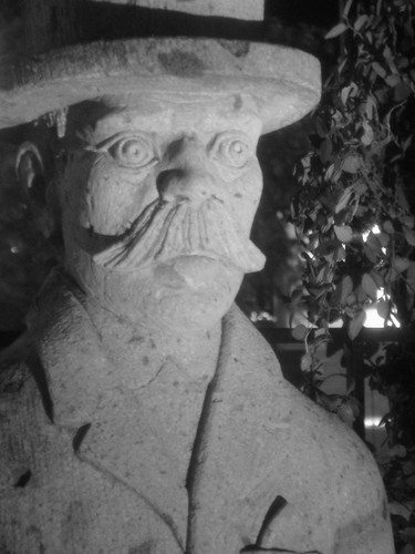 Pappa Abuelo Statuary