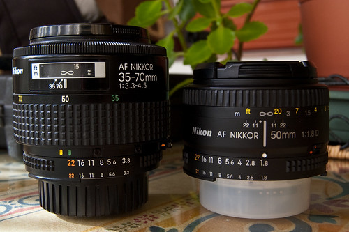 AF Zoom Nikkor 35-70mm f/3.3~4.5S MACRO MK I vs AF Nikkor 50mm 1.8D