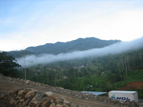 Valle del Río Changuinola donde habitan aproximadamente 1000 indígenas ngobes.  Sus tierras fueron concesionadas por el estado panameño sin el consentimiento libre, previo e informado.  Los ecologistas tampoco apoyan el proyecto debido a que son proyectos de alto impacto en áreas protegidas con reconocimiento internacional.