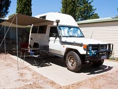 Unser Auto in voller Montur auf dem Campingplatz