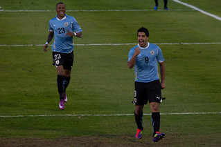 Luis Suarez celebrates his Gol to put Uruguay ...