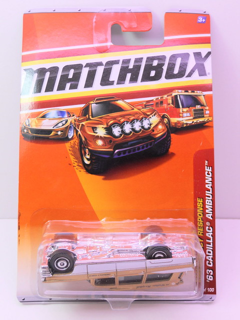 matchbox '63 cadillac ambulance gold (1)