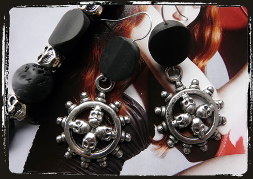 Orecchini neri teschi tibetani - Tibetan skulls black earrings IABLSK