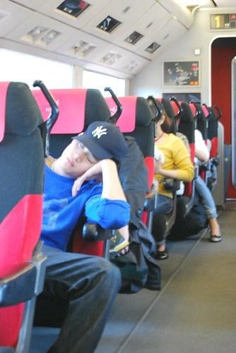Durmiendo en el Narita Express
