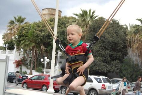 Rune gaat trampoline springen
