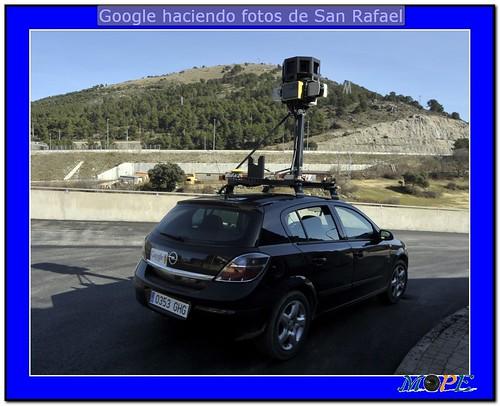 Coche de Google haciendo fotos de San Rafael. Foto Pedro Merino
