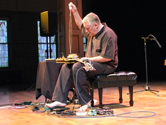 Fred Frith dangles his chain