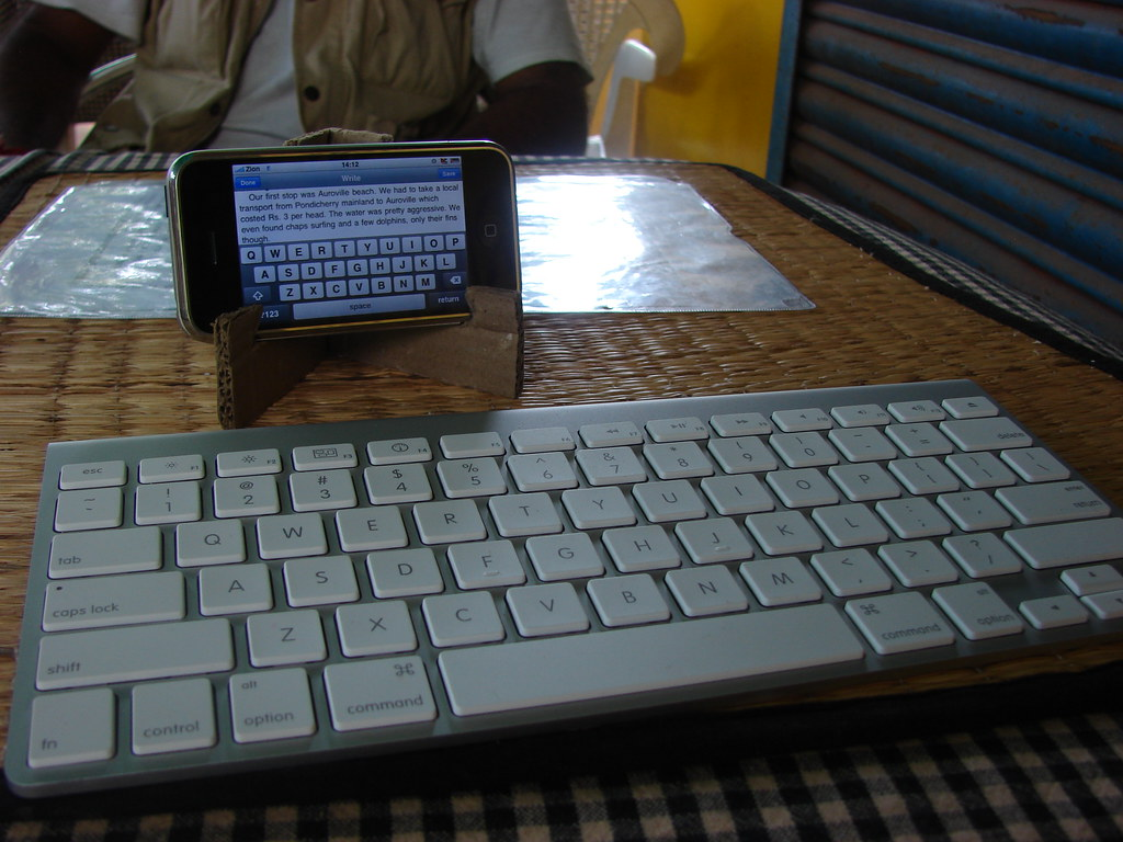 Apple wireless keyboard with iPhone