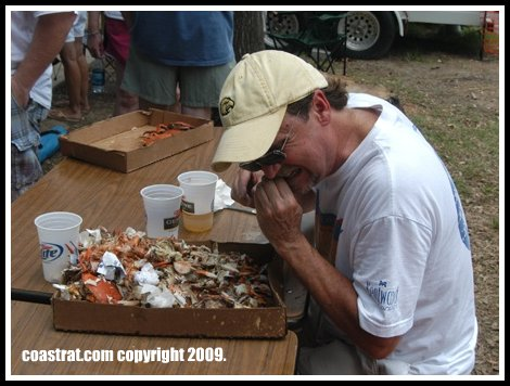 DSC_0201A-JOHN-EATING-CRABS
