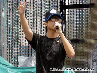 Derrick Hoh rehearsing