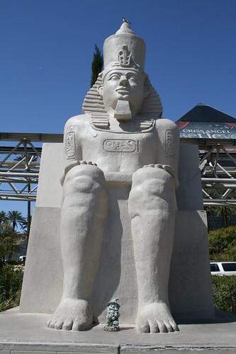 Big Statue, Small Gnome