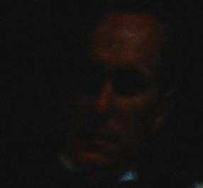 Fotograma do primeiro filme da série O Poderoso Chefão, com um close do ator Robert Duvall