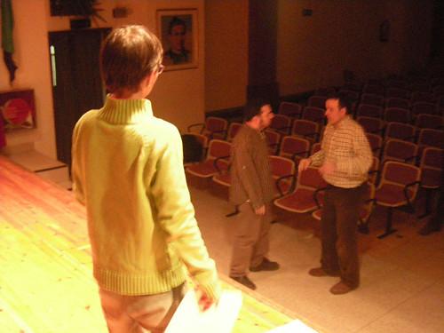 El director parlant amb els actors