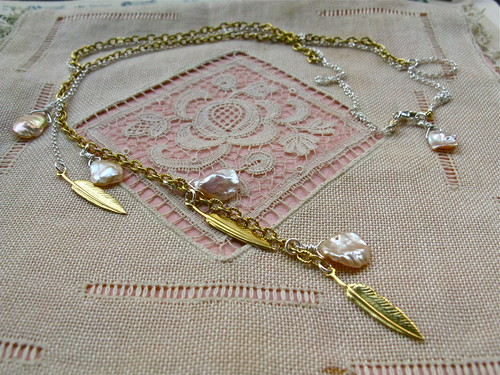 Golden wings necklace