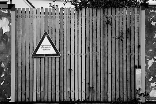 Ignorieren Sie dieses Schild! (gesehen in Hamburg-Winterhude)