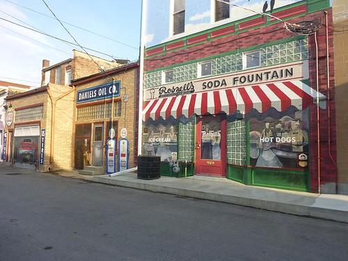 IL, Pontiac 56 - Oil Co. & Soda Fountain mural
