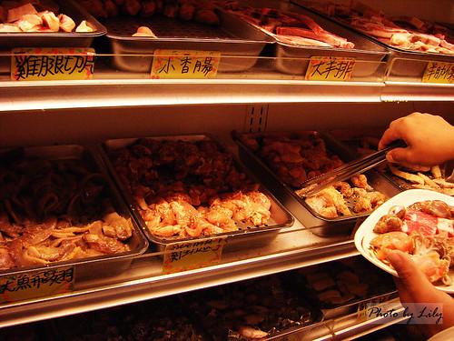 琳瑯滿目的烤肉類食材。