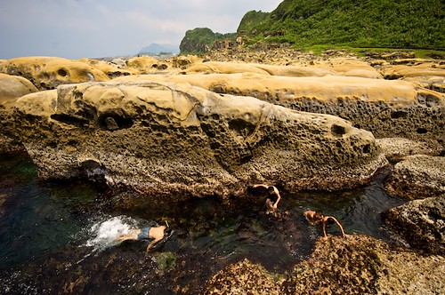 Hoping Island (和平島) in Keelung, Taiwan (台灣基隆市) even allows visitors to swim in the tidal pools.