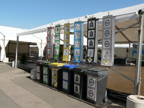 6 poubelles de tri lors de lq fête de la musique à Carouge