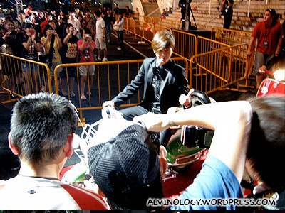 Photographers go crazy over Show Luo