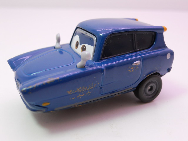 disney cars 2 movie doubles finn mcmissle tomber (3)