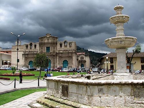Plaza de armas, Cajamarca (by morrissey)