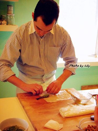 費比昂老師正示範捲酥皮