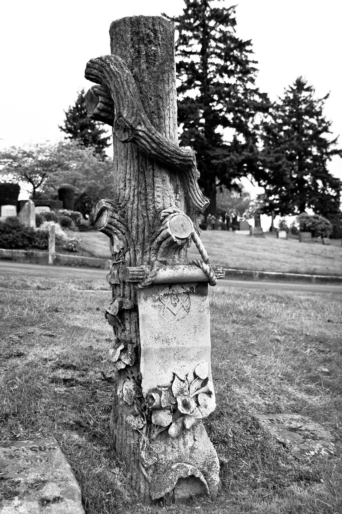 Masonic tree gravestone