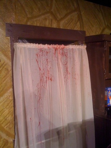 bloodycurtain2