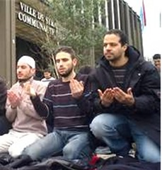 RipostLaïque.com: En abdiquant devant le chantage, les élus de Strasbourg et de Torcy viennent de donner un formidable blanc-seing à ces soldats de l'islam conquérant et sectaire