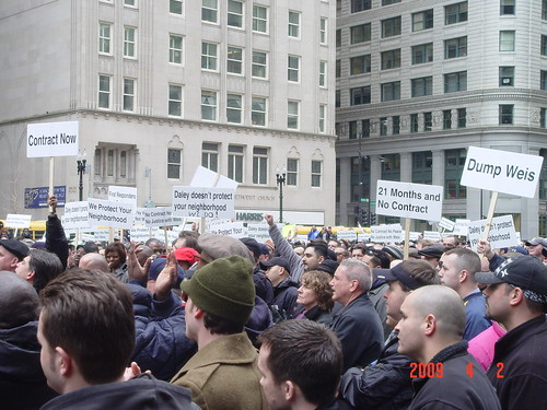 The Chicago Fraternal Order of Police hold a rally outside Daley Plaza protesting against Mayor Daley and Police chief Jody Weis for not renewing their contract since 2007. Photo by Albert Corvera.