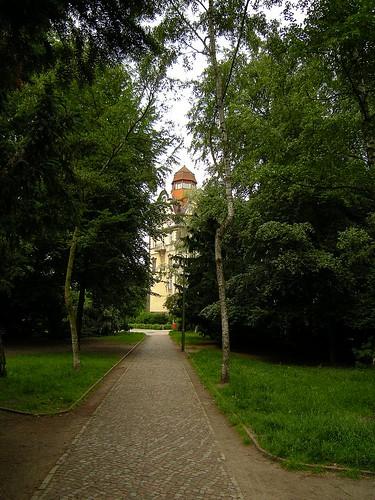 Perelsplatz, Blick auf Friedrich-Bergius-Schule