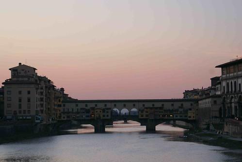มุมบังคับ ต้องมาถ่ายรูปที่สะพานนี้ (อย่ามาถามชื่อหรือดีเทวอะไรมาก หนูยังโง่อิตาลีอยู่) รูปท้องฟ้าเยินไปหน่อยจากการย่อรูป