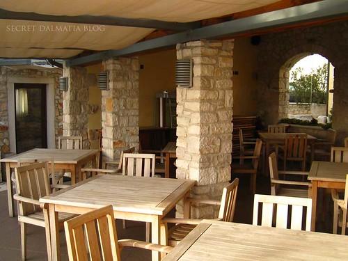 The outside breakfast area...