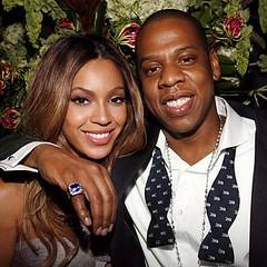 Jay-Z se muestra orgulloso por las conclusiones de su investigación. Al lado de su esposa Beyonce celebran el premio CiHiDi